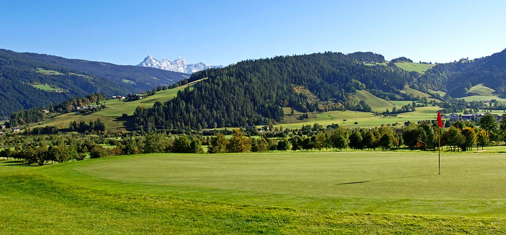 Play golf in Salzburg in a breathtaking natural setting GROSSARLER HOF